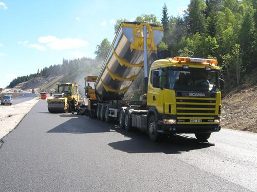 Bild 11:3 Bakåttömmande semi-trailer med rundbottnat flak